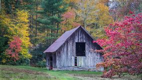 Fall colors surround antique barn in Oct. In North Carolina Royalty Free Stock Photo