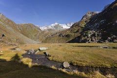 Fall in die Alpen, ahrntal ITALIEN lizenzfreie stockfotos