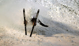Fall eines Skifahrers Lizenzfreies Stockfoto