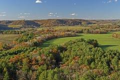 Fall-Farben auf ländlichem Ackerland Stockfoto