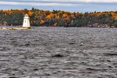 Fall-Farben auf See Champlain stockfotos