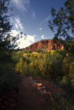 Fall-Farben und Berge, Sedona, Arizona, USA stockbild