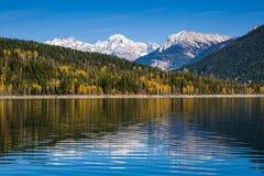 Fall i de kanadensiska steniga bergen i British Columbia, Kanada Royaltyfri Bild