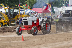 Fall orange & vitt för traktor dra för 1070 Arkivbild