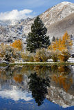 Fall-u. Winter-Landschaft in der Sierra Berge Stockbilder