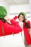 Fall-/vintershoppingkvinna royaltyfri fotografi