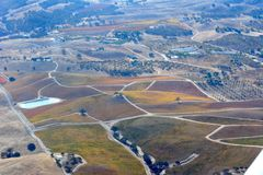 Fall-Weinberge Paso Robles angesehen von einem Flugzeug - erstaunliche Herbstfarben Stockfoto