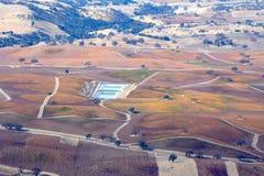 Fall-Weinberge Paso Robles angesehen von einem Flugzeug - erstaunliche Herbstfarben Lizenzfreie Stockfotos