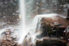 falla över rocksvatten Arkivbilder