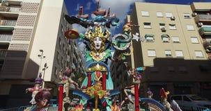 Falla de Valencia, Spanien, resande 14-3-2017 av en skulptur av berömmarna av Valencia stock video