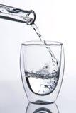 fallande glass vatten royaltyfri foto