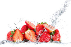 fallande jordgubbevatten royaltyfri bild