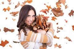fallande lycklig leaveskvinna för höst Fotografering för Bildbyråer