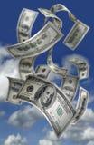 fallande pengar för 100 bills Arkivbild