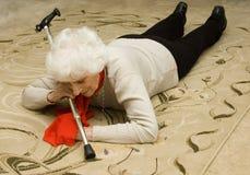fallande pensionär Arkivfoto