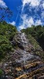 Fallande vattenfallsikt i afton royaltyfria bilder