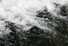 Fallande vattenfallvatten Arkivfoton
