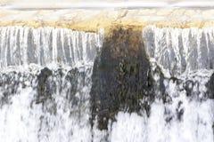 Fallande vattenfallvatten Fotografering för Bildbyråer