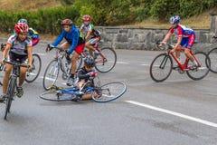 fallen cyklist Fotografering för Bildbyråer