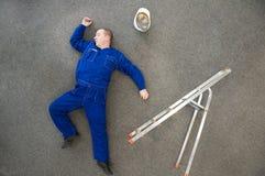 fallen stege av workman royaltyfria bilder