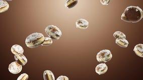 Fallen viele süßen Schaumgummiringe auf braunem Hintergrund lizenzfreie stockfotos