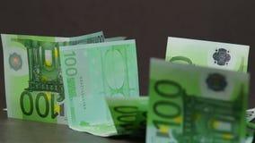 Fallende Eurobanknoten stock footage