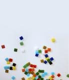 Fallende farbige Glasfliesen Lizenzfreie Stockfotografie