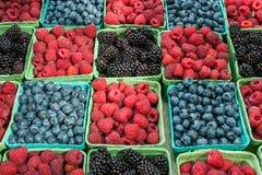 Fallende Frucht getrennt lizenzfreies stockbild
