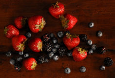 Fallende Frucht getrennt Lizenzfreie Stockfotos