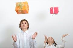 Fallende Geschenke Lizenzfreie Stockfotos