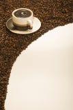 Fallende Kaffeebohnen Lizenzfreie Stockfotografie