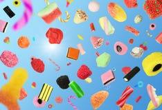 Fallende Süßigkeit lizenzfreie stockfotos