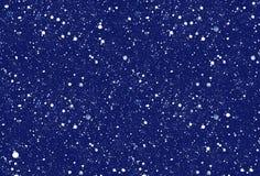 Fallende Schneeflocken auf dunkelblauem Hintergrund lizenzfreies stockbild