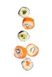 Fallende Sushi maki Rollen Lizenzfreies Stockbild