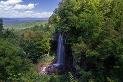 Fallender Frühlings-Wasserfall, Covington, Virginia Stockfotografie