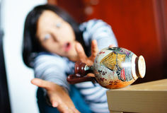 Fallender Vase Stockfoto