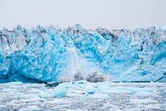 Fallendes Eis Lizenzfreie Stockbilder