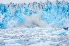 Fallendes Eis Stockfoto