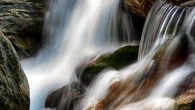 Fallendes Wasser Lizenzfreie Stockbilder