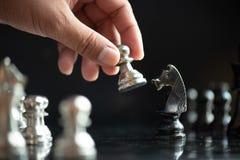 Faller den modiga showen för schack de modiga lilla styrkorna in i cirkeln Arkivbilder