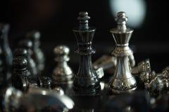 Faller den modiga showen för schack de modiga lilla styrkorna in i cirkeln Arkivfoto
