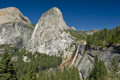 faller den nationella nevada parken yosemite Royaltyfri Bild