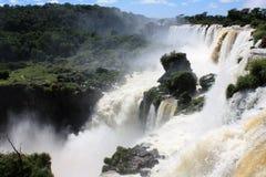 faller iguazusiktsvattenfallet Arkivfoto