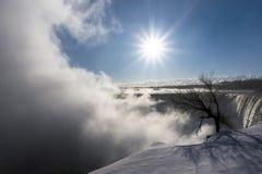 faller niagara Vattenfall i vintern, kanadensisk sida Arkivfoton