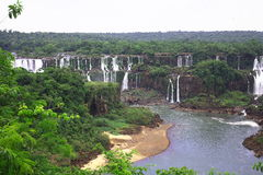 faller stora u vattenfall för iguaiguassuiguazu Royaltyfri Fotografi