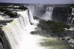 faller stora u vattenfall för iguaiguassuiguazu Royaltyfria Bilder