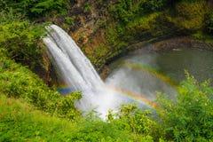 faller wailuaen Vattenfall på den Kauai ön, Hawaii Royaltyfri Bild
