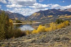 Fallfärger på tvilling- Lakes, CO Arkivbilder
