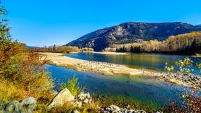 Fallfarben um Nord-Thompson River zwischen Barriere und Clearwater, BC stockbild