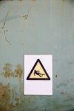 Fallgefahrzeichen auf industriellem Hintergrund Lizenzfreie Stockbilder